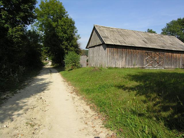dochodzimy do domostw wsi Kunki